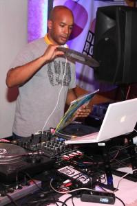 DJ SIM, ein echter Profi an den Turntables. Foto: Björn Othlinghaus