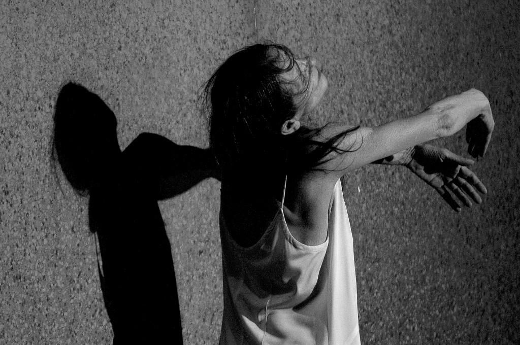 """Pina Bausch tanzt """"Café Müller"""", ein Stück von 1978. (Foto: Paulo Pimento)"""