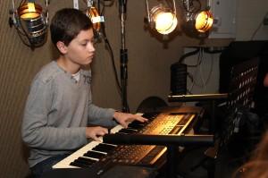 """Luis Barzyk sorgt bei """"FunKtastic"""" an den Keyboards für den guten Ton. (Foto: Björn Othlinghaus)"""
