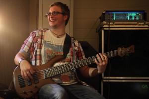 """Bassist Steven Stegnitz liefert die meisten Songideen für """"FunKtastic. (Foto: Björn Othlinghaus)"""