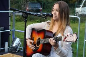 Die 12-jährige Zeneida Palenga stellte einen selbst geschriebenen Song vor. (Foto: Björn Othlinghaus)