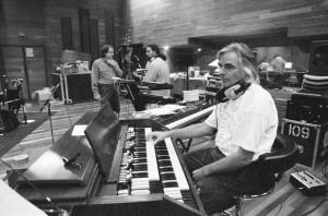 Der inzwischen verstorbene Richard Wright an seinem Keyboard. (Foto: Jeremy Young)
