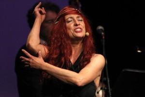 """Sängerin Wanja Weippert interpretierte unter anderem das Lied """"Stroganoff"""", das durch Helen Vita bekannt wurde. (Foto: Björn Othlinghaus)"""