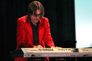 Hans Wanning überzeugte am Keyboard und am Klavier. (Foto: Björn Othlinghaus)