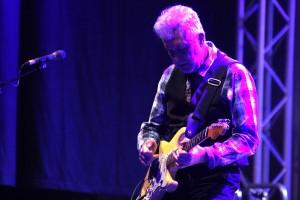 """Der großartige Gitarrist Mick Rogers ist neben Manfred Mann das zweite Gründungsmitglied der """"Earth Band"""". (Foto: Björn Othlinghaus)"""