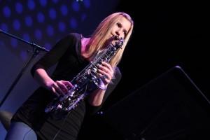 """Luka Merschmann spielt Saxophon bei der Vorgruppe """"FunKtastic"""". (Foto: Björn Othlinghaus)"""