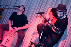 Die beiden Musiker waren mit Feuereifer bei der Sache. (Foto: Björn Othlinghaus)