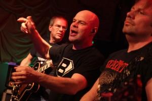 "Die AC/DC-Tribute-Band ""Big Balls"" rockte das ""Eigenart"". (Foto: Björn Othlinghaus)"