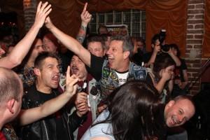 AC/DC-Fans wissen, wie man feiert. (Foto: Björn Othlinghaus)