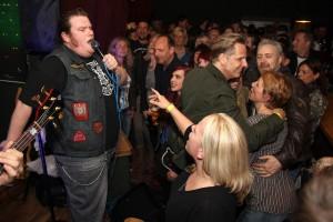 """Matze """"The Voice of Brühl"""" Voigt von den Duff Boyz rockt das Lönneberga. (Foto: Björn Othlinghaus)"""