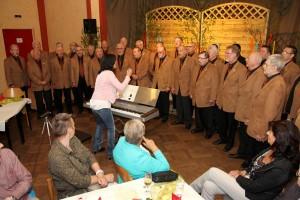 Die Sänger des gastgebenden MGV Union Oberrahmede unter der Leitung von Sofia Wawerla eröffneten den Nachmittag. (Foto: Björn Othlinghaus)