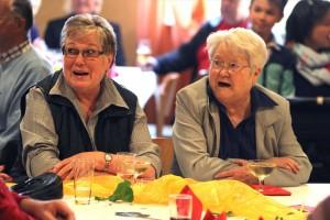 """Insbesondere die älteren Gäste des Muttertagskonzertes freuten sich darüber, den Heintje-Hit """"Mama"""" von 1968 noch einmal inbrünstig gemeinsam singen zu können. (Foto: Björn Othlinghaus)"""