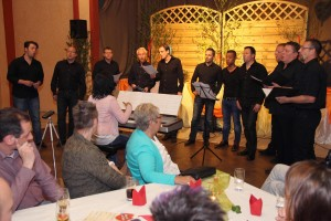"Der junge Chor des MGV Union Oberrahmede, Chorpacabana, lieferte am Schluss des Konzertes unter anderem eine Chorversion des Ärzte-Hits ""Lasse red'n"". (Foto: Björn Othlinghaus)"