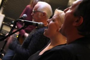 Sängerin Susanne Redding bei den Bandproben. (Foto: Björn Othlinghaus)