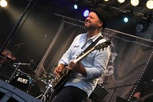 Gitarrist Erkan Besirlioglu war sowohl bei Radionative als auch bei der John Porno Band mit von der Partie. (Foto: Björn Othlinghaus)