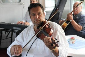 Violinist Romeo Franz vom Romeo Franz Ensemble. (Foto: Björn Othlinghaus)