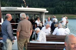 Auch das Wetter spielte mit, so dass es sich die Jazzfreunde auf dem Deck gut gehen lassen konnten. (Foto: Björn Othlinghaus)