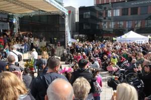 Auf dem Sternplatz in Lüdenscheid versammelten sich wahre Menschenmassen. (Foto: Björn Othlinghaus)