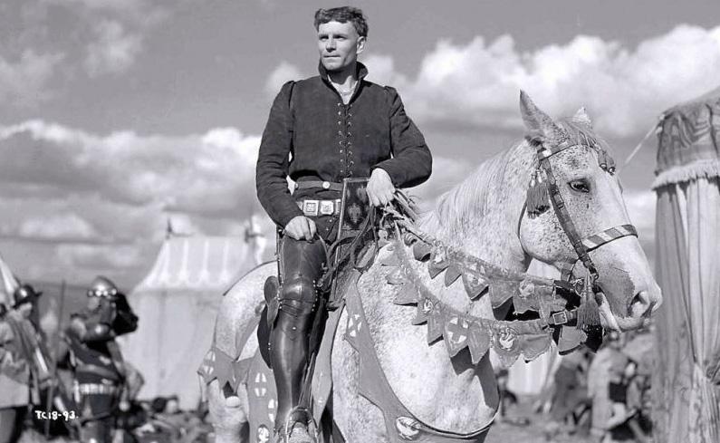 Laurence Olivier durfte als Heinrich V. nicht fluchen. (Foto: KSM GmbH)
