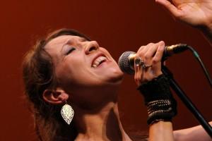 Die Sängerin aus der Bretagne bezauberte mit intensiven Momenten. (Foto: Björn Othlinghaus)