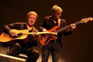 Ein eingespieltes Team: Patrice Marzin (Gitarre) und Manue Leroy (Bass). (Foto: Björn Othlinghaus)