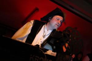 "Michael Maschek, Keyboarder von ""Celtic Voyager"". (Foto: Björn Othlinghaus)"