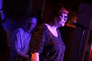 Sängerin Julia Späinghaus und Max Jalaly (Kontrabass). (Foto: Björn Othlinghaus)