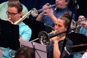 Die Musiker der Jazz Fazz Bigband aus Hemer ließen die Zeiten von Glenn Miller und Co. wieder lebendig werden. (Foto: Björn Othlinghaus)