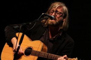 """Markus """"Hardy"""" Hartkopf kritisierte auf musikalische Weise den Rechtsruck in Deutschland sowie die Situation der Flüchtlinge. (Foto: Björn Othlinghaus)"""