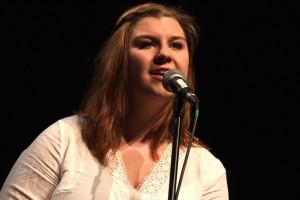 """Sarah Leann Redding von der """"Otherside"""" sprang gemeinsam mit ihrem Gitarristen für die Singer-Songwriterin Kim Leitinger ein, die an diesem Abend kurzfristig abgesagt hatte. (Foto: Björn Othlinghaus)"""