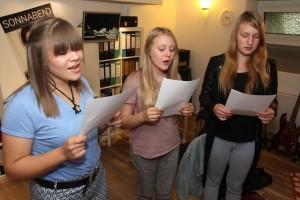 Louisa Sellig, Julia Krause und Leandra Sahlke schrieben nicht nur die Lyrics, sondern waren auch für den Gesang zuständig. (Foto: Björn Othlinghaus)