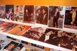 Film-Fotos und Postkarten sind ebenfalls Bestandteil der umfangreichen Sammlung. (Foto: Björn Othlinghaus)