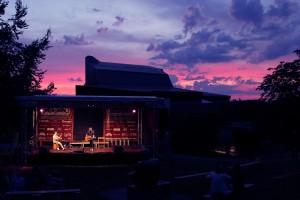 """Purple Sky"" statt ""Purple Rain"" über der Kult.Park-Bühne. (Foto: Björn Othlinghaus)"