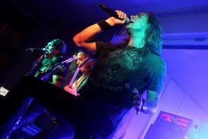 Alexx Stahl, der als Sänger erst in diesem Jahr zur Combo gestoßen ist. (Foto: Björn Othlinghaus)