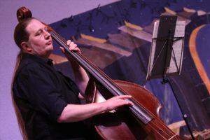 Max Jalaly spielte den Kontrabass. (Foto: Björn Othlinghaus)