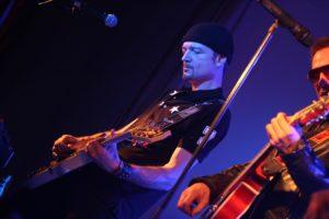 Carsten Stiehr, Gitarrist von Achtung Baby. (Foto: Björn Othlinghaus)