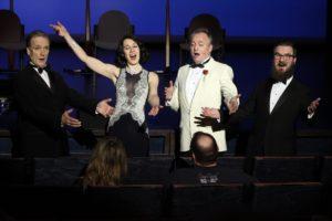 """The London Quartett gab einem Paar in der ersten Reihe """"very british"""" ein Ständchen. (Foto: Björn Othlinghaus)"""