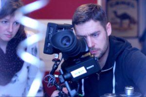 Regisseurin Julia Schubeius und Kameramann Christoph Gehl bei der Produktion des Teasers. (Foto: Arno Augstein)