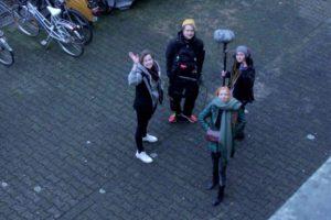 Julia Schubeius (Regie), Arno Augstein und Deria (Sounddesign) und Laura Burgener (Schauspielerin) bei den Dreharbeiten zum Teaser. (Foto: Carina Witte)