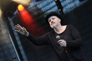Der Künstler wirbt mit Leidenschaft für seine Musik. (Foto: Björn Othlinghaus)