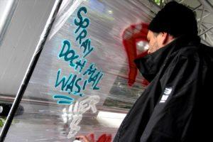 Vor dem Konzert konnte sich jeder als Graffiti-Künstler versuchen. (Foto: Björn Othlinghaus)
