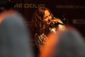 Nina Kleinert, Sängerin der Band Steckenpferd. (Foto: Björn Othlinghaus)
