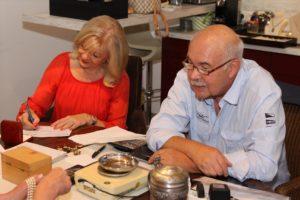 Schmuckexpertin Elke Velten und ihr Ehemann, Gutachter Helmut Tönnies. (Foto: Björn Othlinghaus)