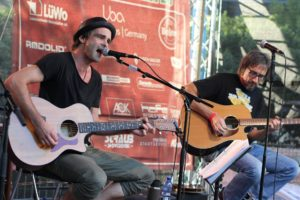 Das Duo Sticky Fingers aus Plettenberg übernahm den Support und spielte bei der After-Show-Party. (Foto: Björn Othlinghaus)