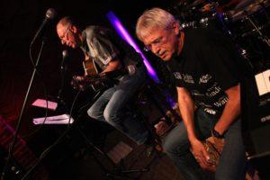 "Heinz Richter (Gesang, Gitarre) und Klaus-Peter ""Pico"" Niehaus (Gesang, Cajón). (Foto: Björn Othlinghaus)"
