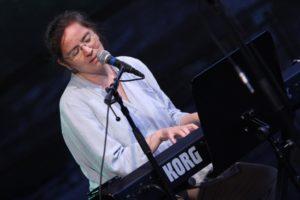Judith Nordbrock alias Junodori brachte einen hörenswerten, entspannten Gig zu Gehör. (Foto: Björn Othlinghaus)