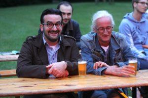 Ein Bierchen und gute Musik - was für eine Kombination! (Foto: Björn Othlinghaus)