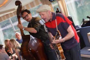 Das Teddy Conetti Trio interpretierte unter anderem diverse Songs von Elvis. (Foto: Björn Othlinghaus)