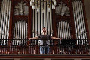 Der in den USA lebende Musiker spielt immer wieder gern auf der historischen Walcker-Orgel. (Foto: Björn Othlinghaus)