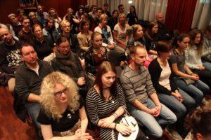 Im Roten Saal des Lüdenscheider Kulturhauses waren nahezu alle Plätze besetzt. (Foto: Björn Othlinghaus)